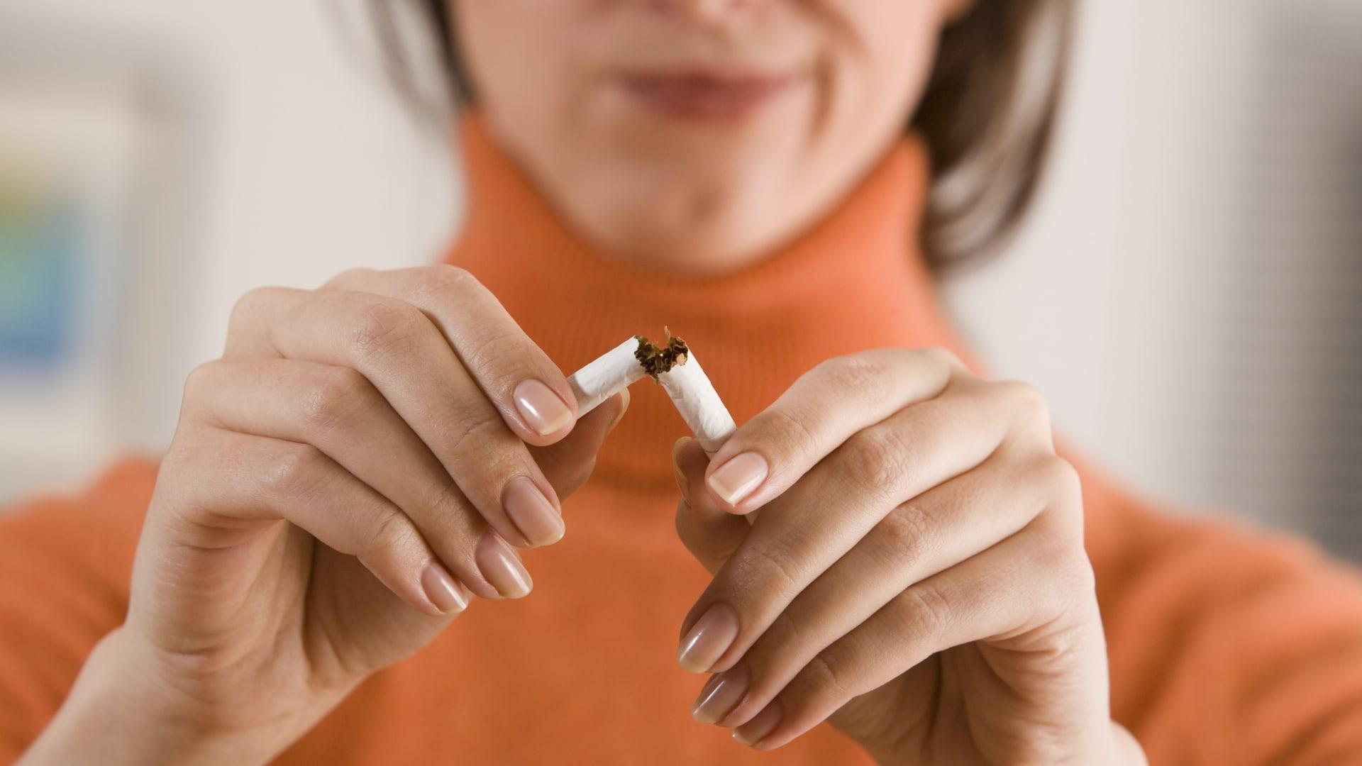 كيف يمكن أن يساعد الإقلاع عن التدخين في مكافحة فيروس كورونا؟