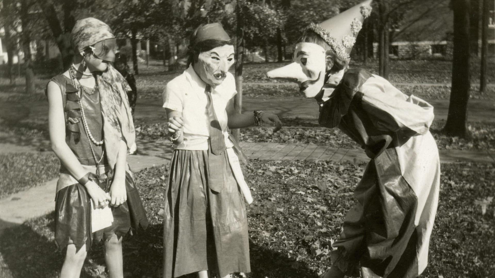 """في """"أوسكار"""" و""""ميت غالا"""".. أبرز أزياء شير الجريئة عبر التاريخ"""