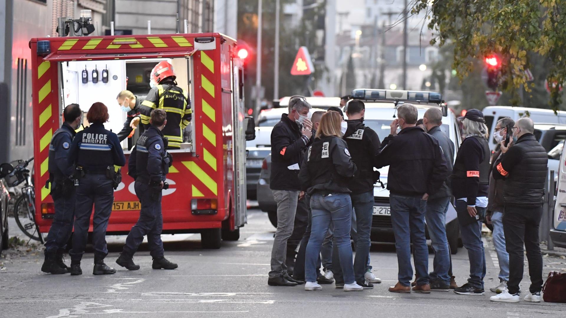 اللحظات الأولى بعد إطلاق نار على قس قرب كنيسة في ليون الفرنسية