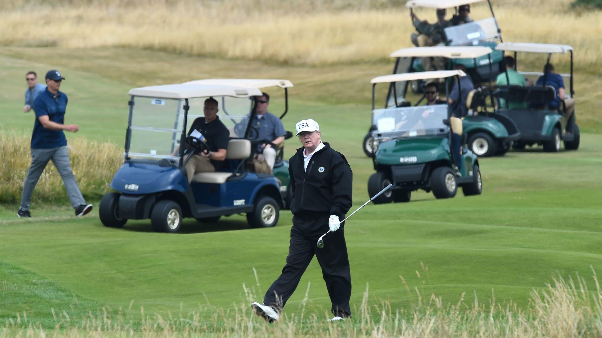فاز بايدن وترامب يلعب الغولف.. مراسل CNN ينقل المشهد من أمام البيت الأبيض