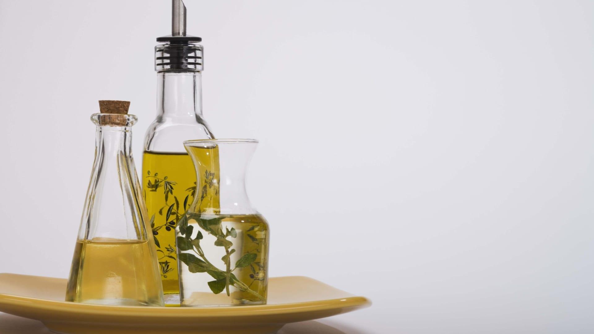 بينها الكركم وزيت الزيتون..10 أطعمة لتعزيز قوة العقل