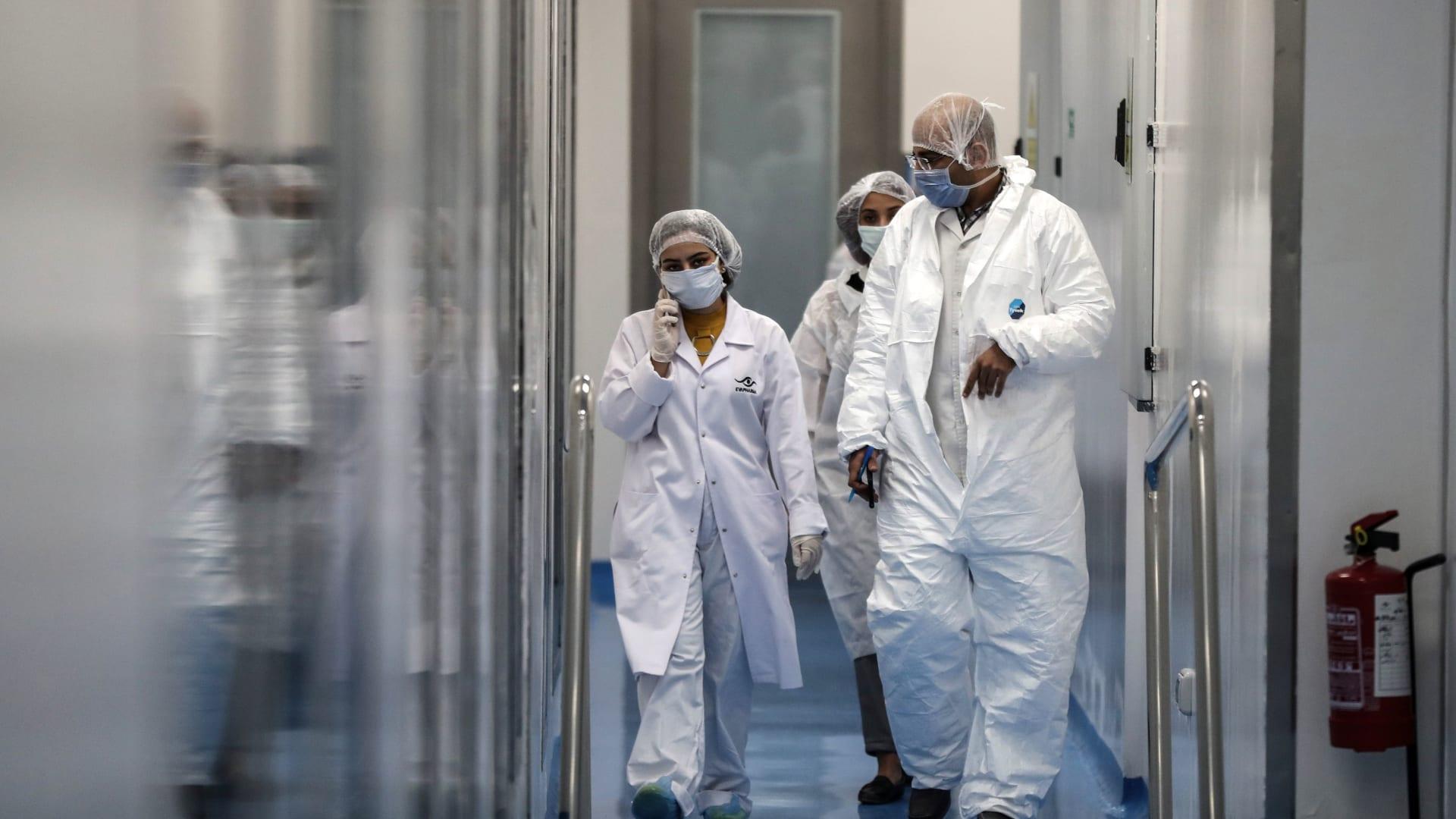 ستوفره مجانًا.. مصر تتلقى أول دفعة من لقاح فيروس كورونا