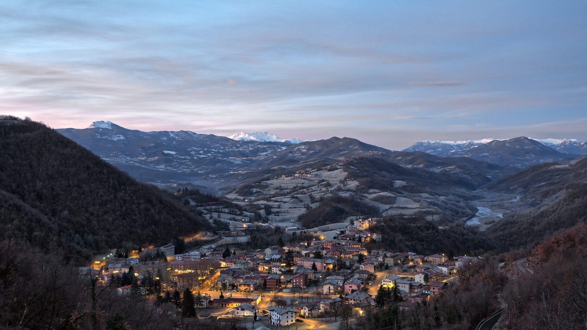 بلدة خالية من فيروس كورونا في إيطاليا تبيع المنازل مجاناً تقريباً