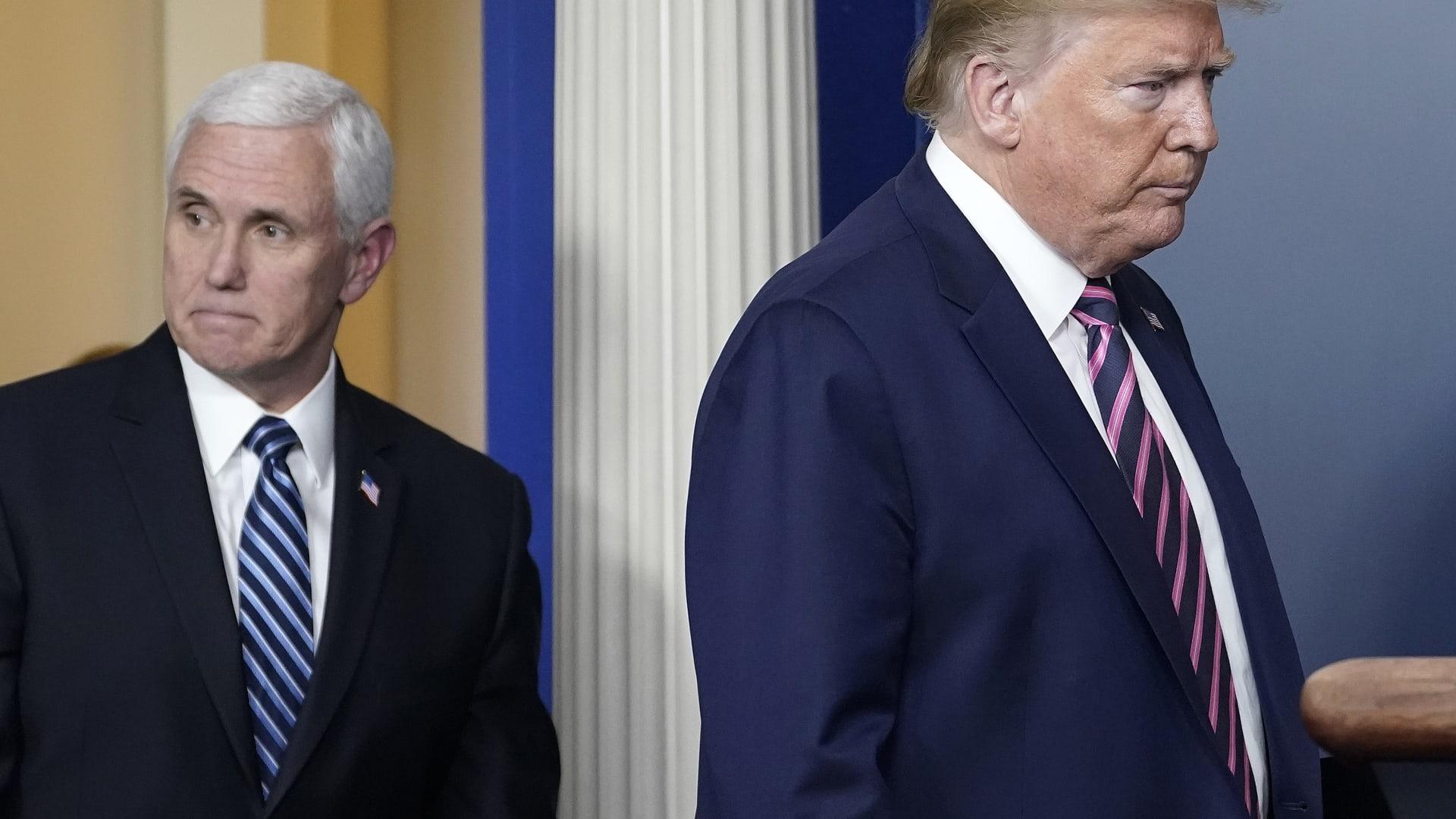 ترامب: آمل أن ينجح مايك بينس بإثبات تزوير نتائج الانتخابات