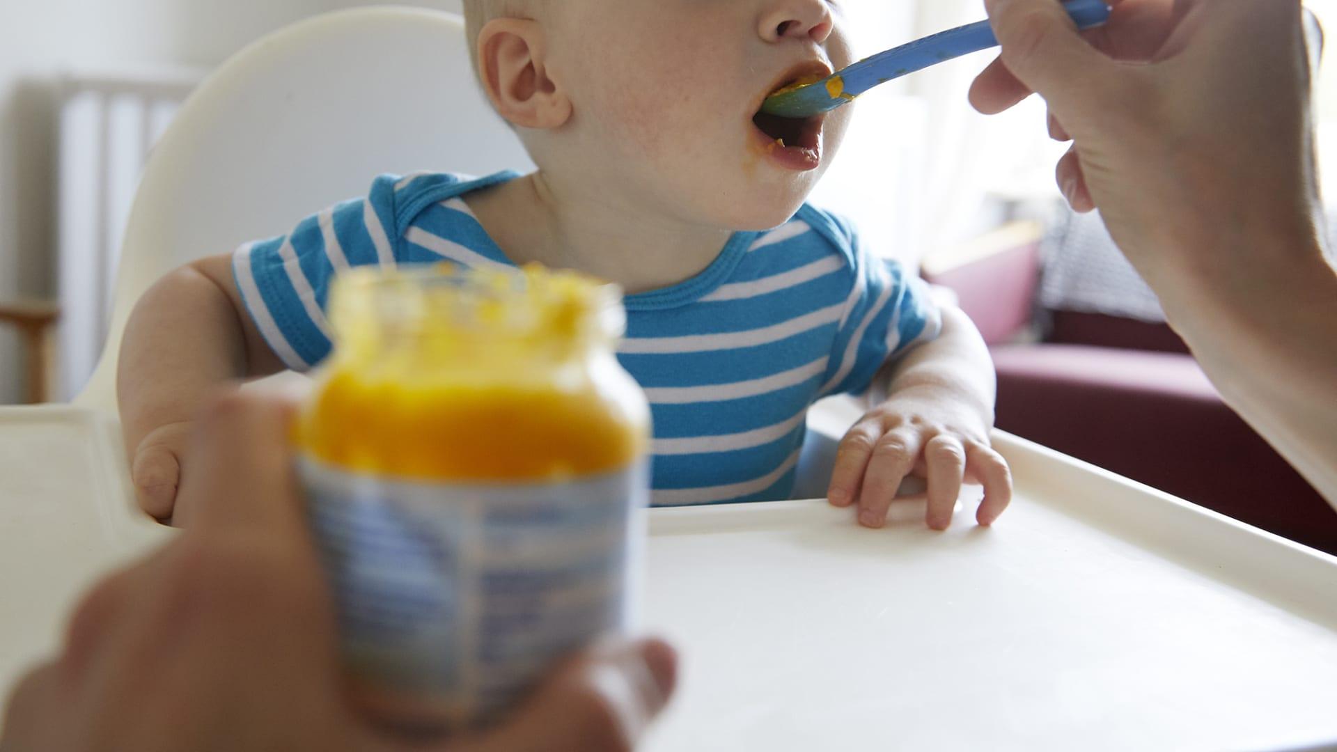 أخصائية تغذية: الآباء يمكنهم تشكيل نظام صحي لأطفالهم عبر ما يقولونه أمامهم