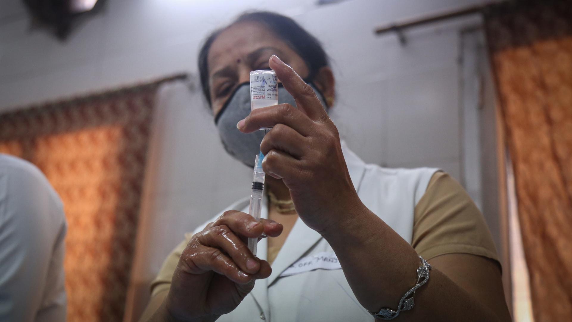 الهند توافق على استخدام لقاحين لكورونا استعدادا لإحدى أكبر حملات التطعيم بالعالم
