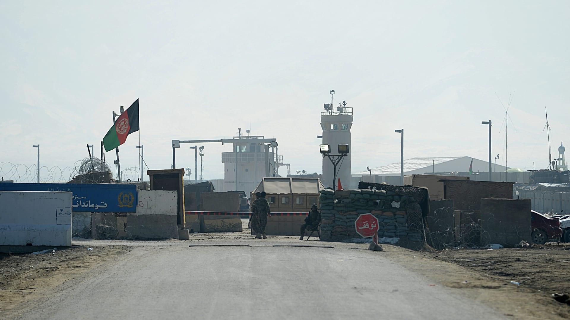 الجيش الأمريكي يبدأ نقل معداته من أفغانستان.. ونشر قوات لحماية عملية  الانسحاب - CNN Arabic