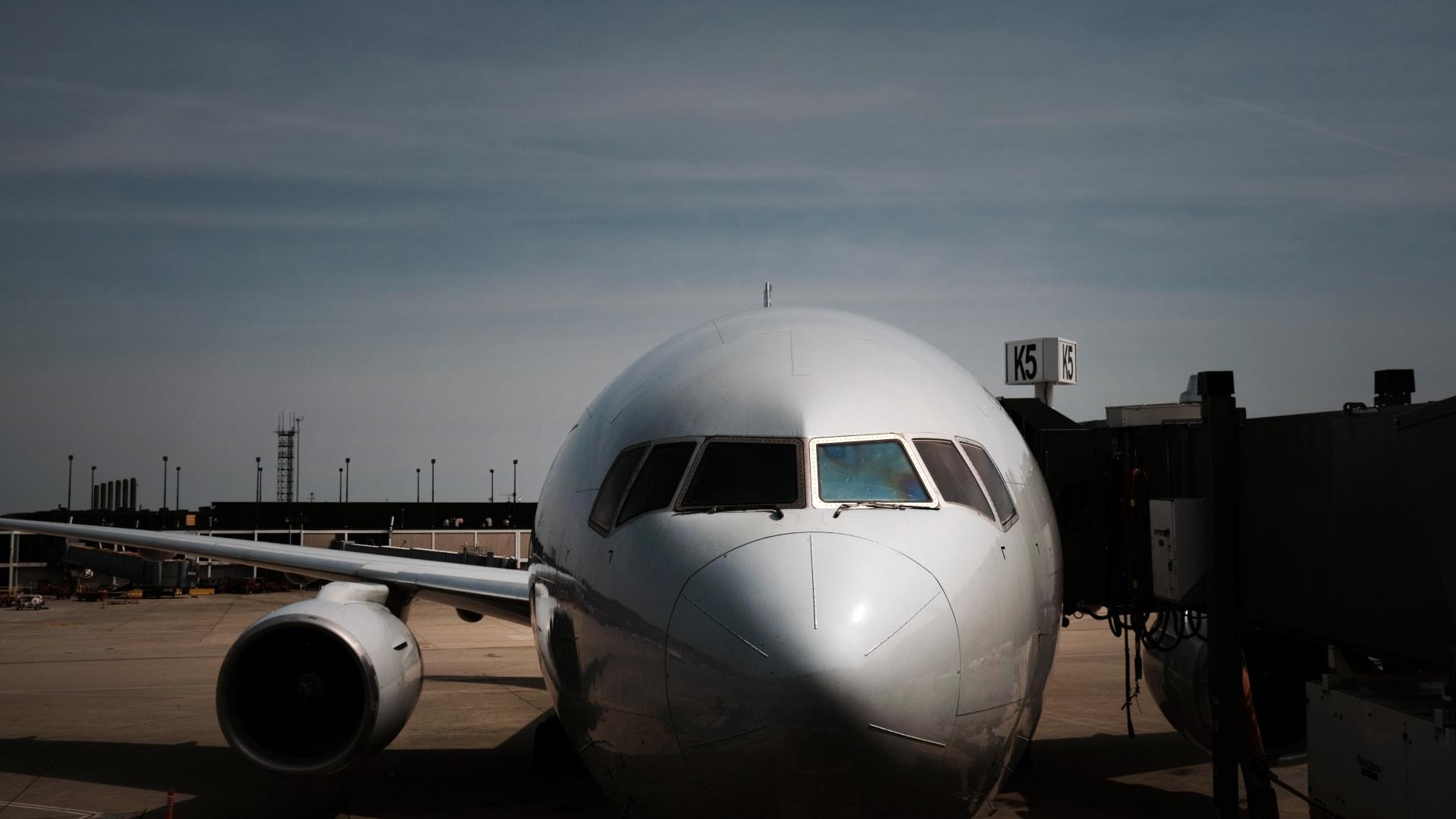 هل السفر آمن على متن الطائرة خلال الصيف فيما يخص فيروس كورونا؟
