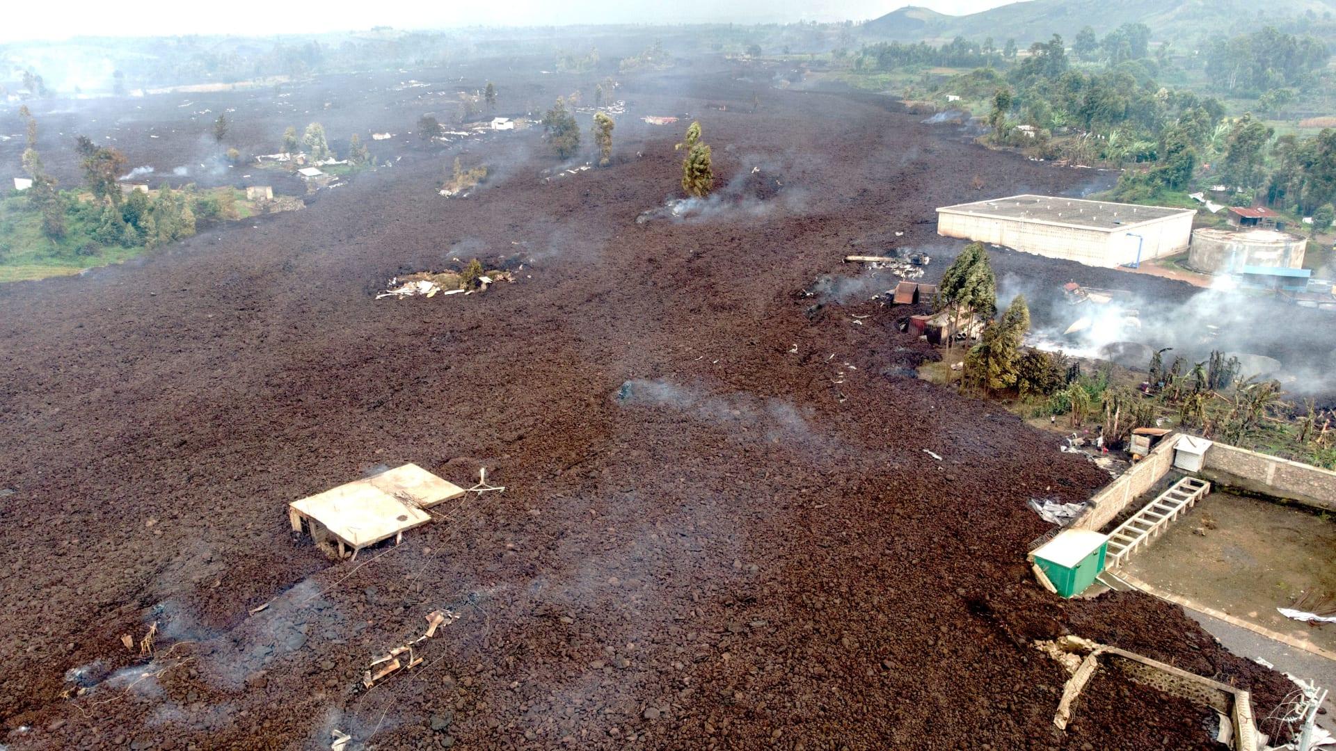 حلقت فوق بحر من الحمم.. طائرة تخاطر لترصد لقطات مذهلة لبركان غوما في الكونغو