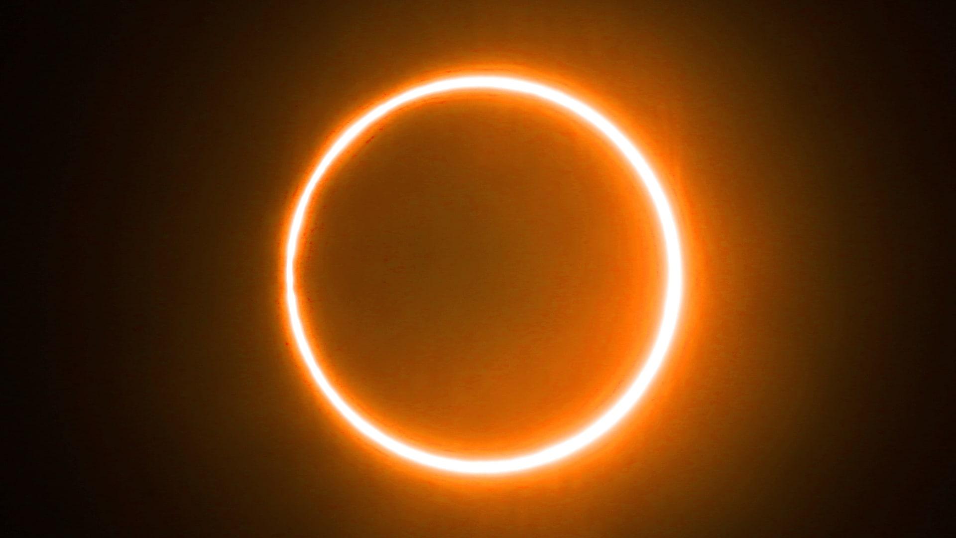 """شاهده بعض سكان العالم.. مشاهد لـ""""حلقة النار"""" الناتجة عن كسوف الشمس"""