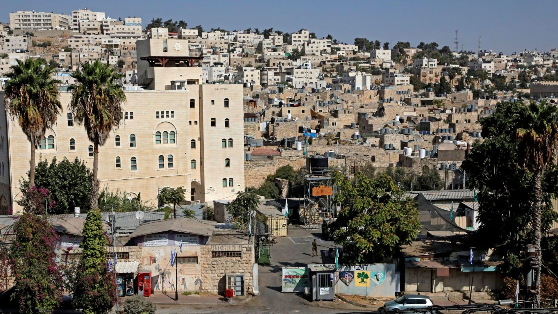 """وفاة ناشط فلسطيني بعد """"اعتقال وضرب وحشي"""" من قبل الأمن الفلسطيني"""