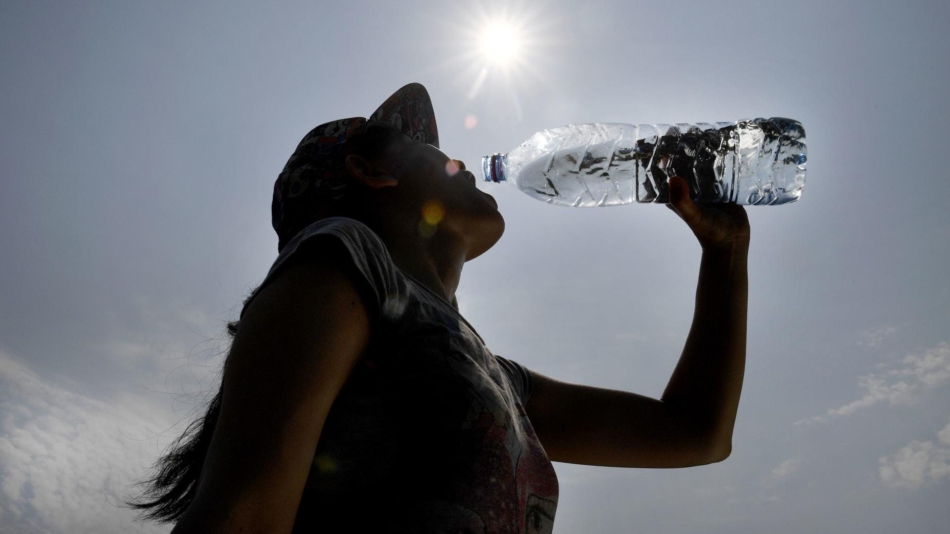هل تشرب كمية كافية من الماء يومياً؟