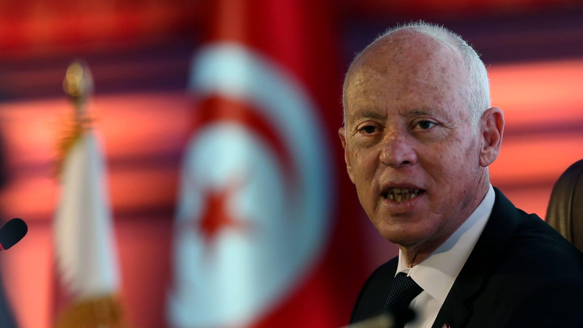 تعالوا نفكر.. قراءات لقرارات قيس سعيد التي غيرت المشهد السياسي في تونس