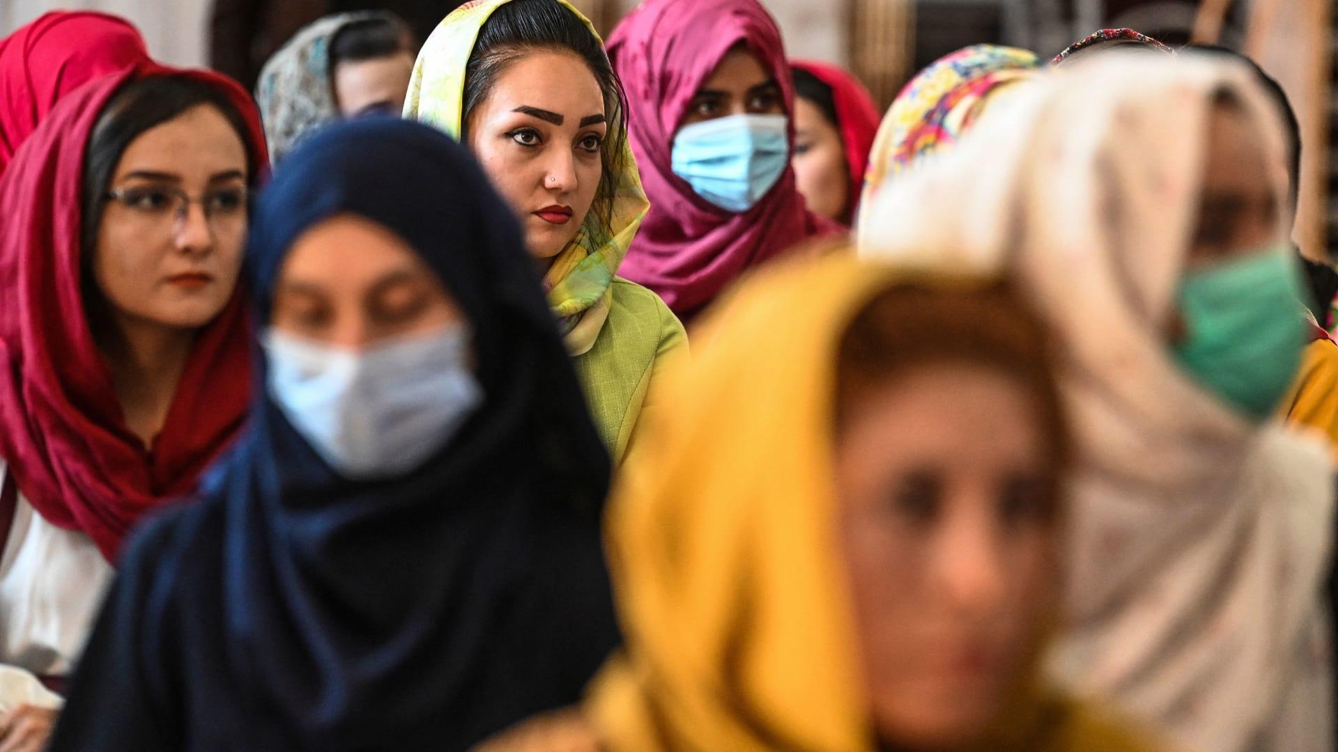بعد سيطرة كاملة.. كيف يبدو المستقبل القريب للأفغان في ظل طالبان؟