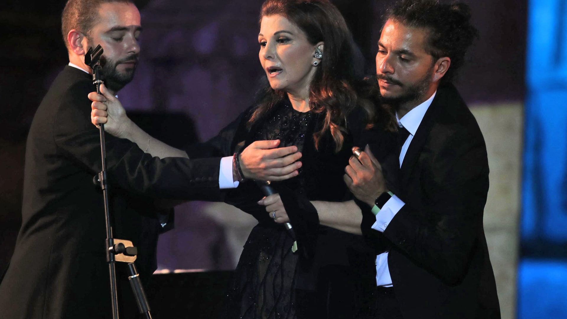 أول تعليق من الفنانة ماجدة الرومي بعد تعرضها لوعكة صحية على مسرح مهرجان جرش