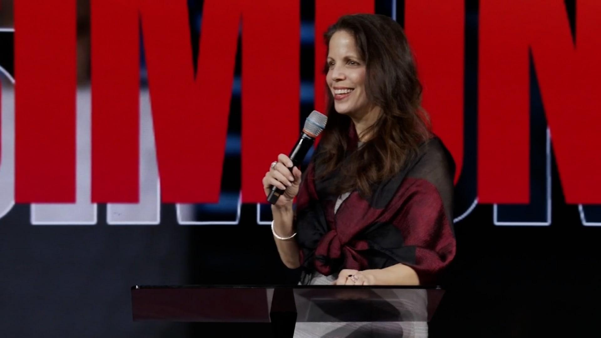 مراسل CNN يتعقب طبيبة أمريكية تنشر أكاذيب خطيرة عن فيروس كورونا