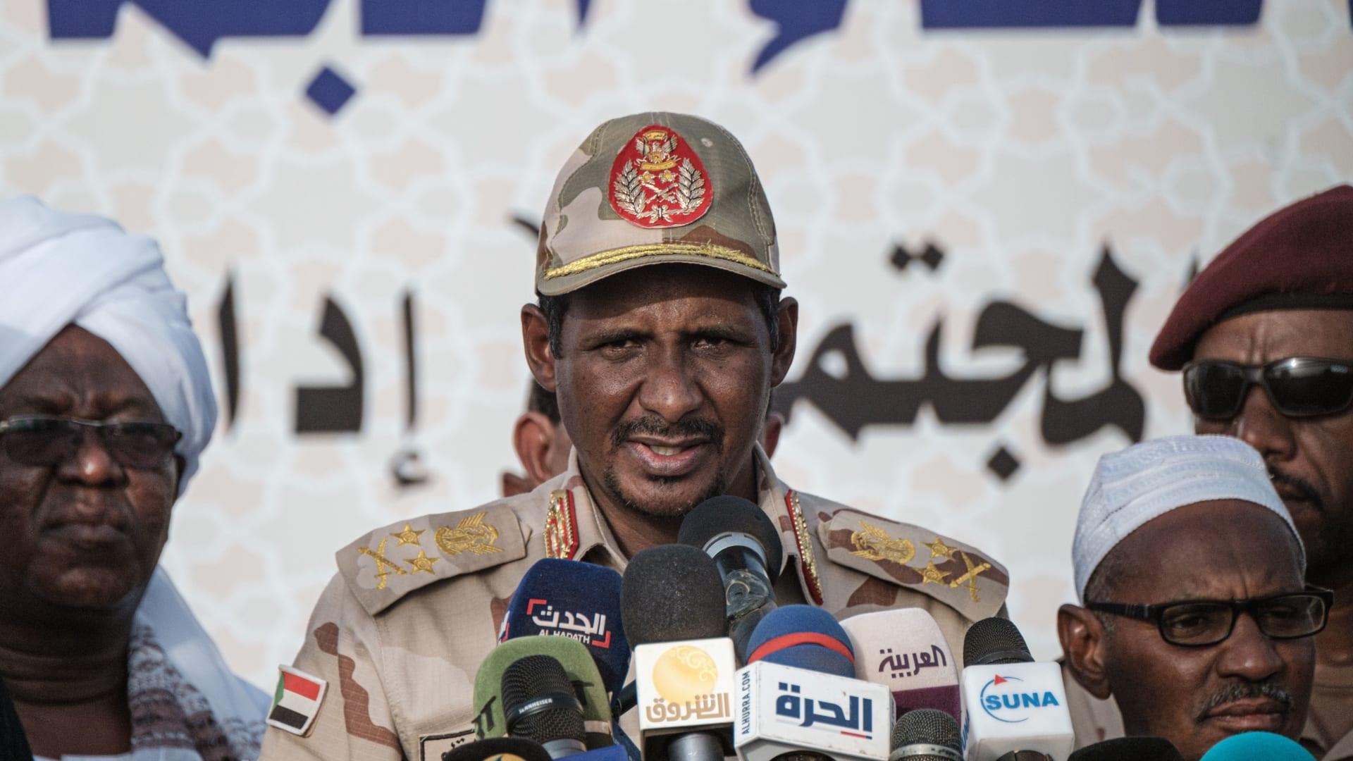 """السودان: تصاعد خلاف العسكريين والمدنيين.. وحميدتي: """"ما بنقعد على ترابيزة واحدة"""""""