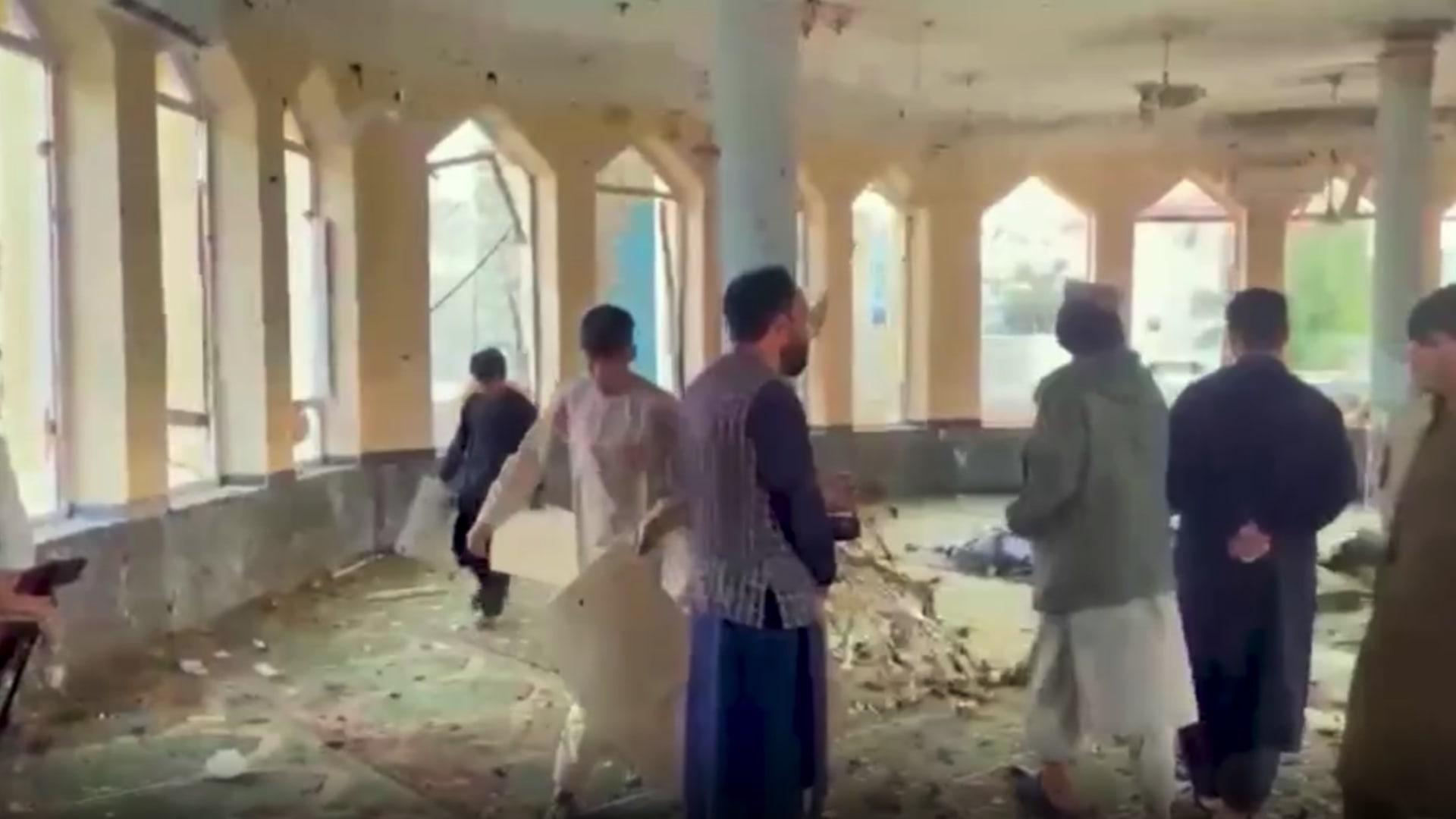 بعد مقتل عشرات المصلين في مسجد بأفغانستان.. هل يهدد داعش حكم طالبان؟ thumbnail