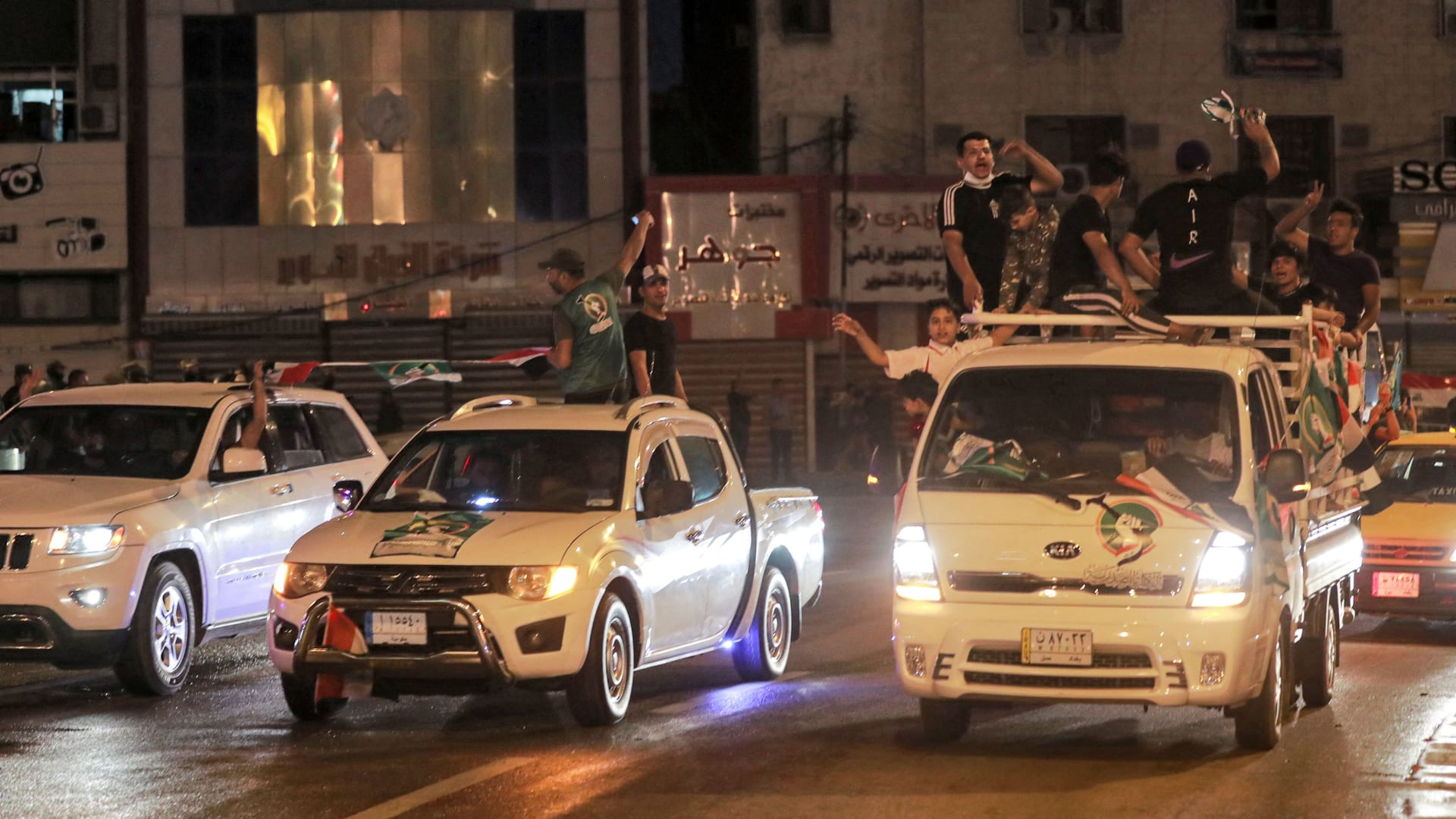 العراقيون يدلون بأصواتهم في انتخابات مبكرة هي الخامسة منذ الغزو الأمريكي