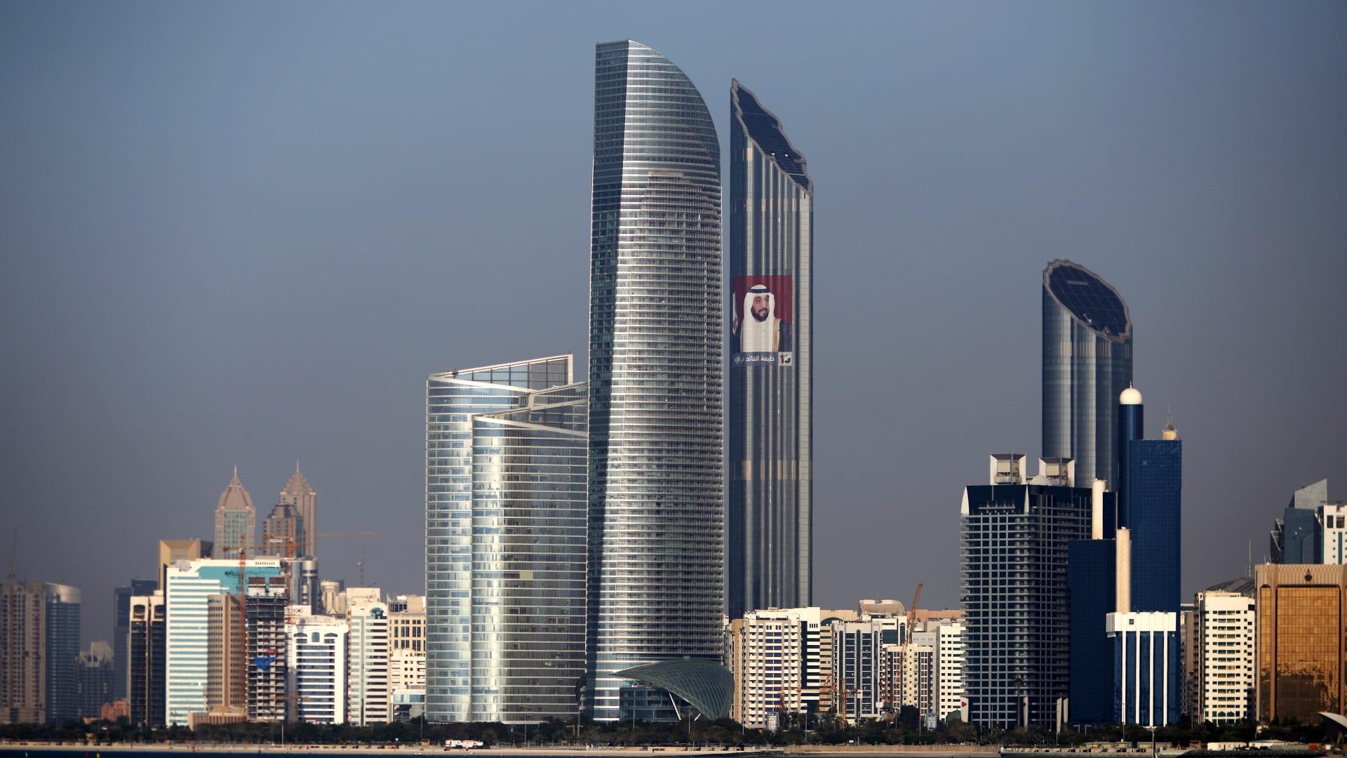 الإمارات تسعى إلى إصدار المزيد من السندات.. وتوسيع نطاق المعاملات بالدرهم thumbnail
