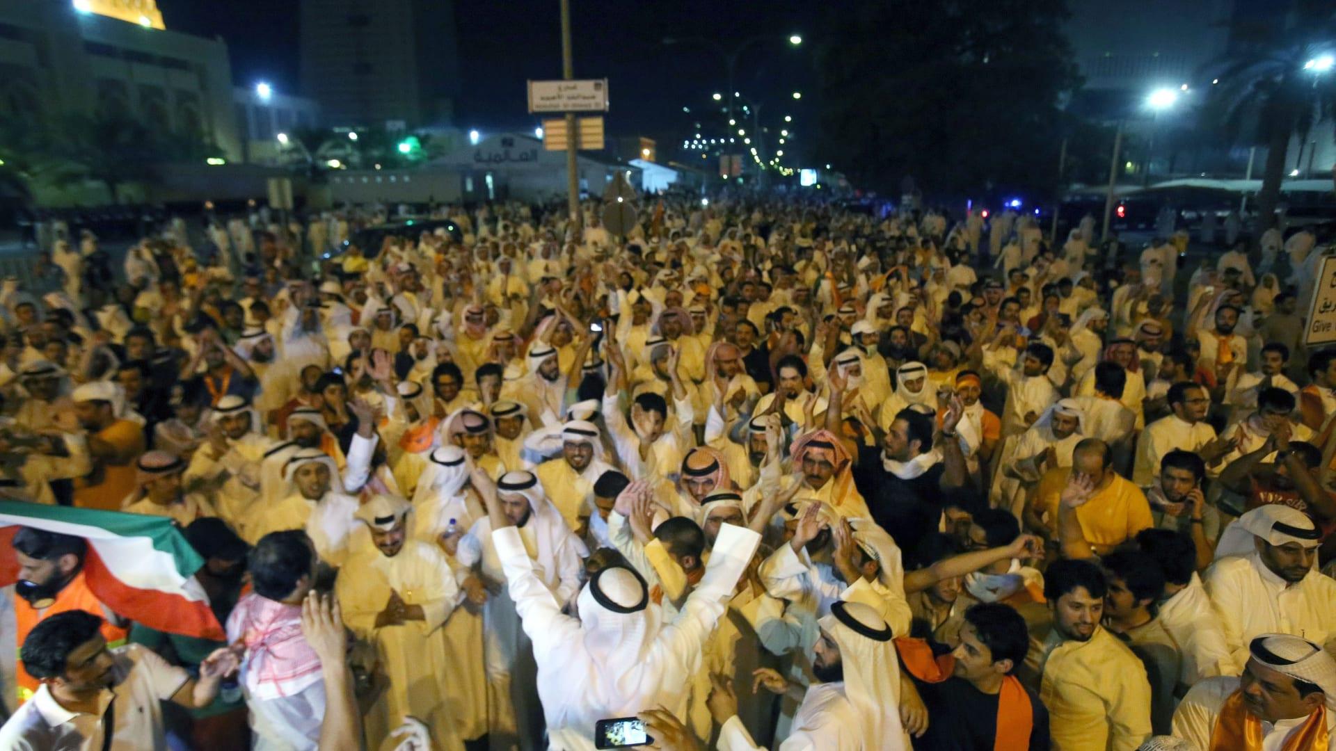 الكويت: سحب جنسية نائب سابق ومالك لقناة تلفزيونية وإغلاق جمعيات.. وإسلاميون يحذرون من التصعيد