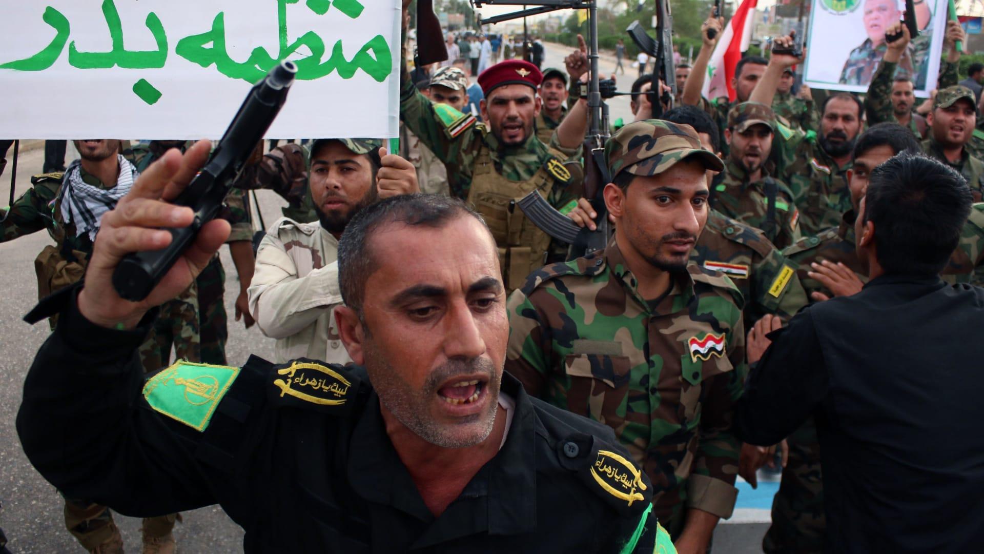 أعضاء في منظمة بدر الشيعية بالعراق، يتظاهرون للتنديد بالغارات على اليمن، البصرة 31 مارس/ آذار 2015
