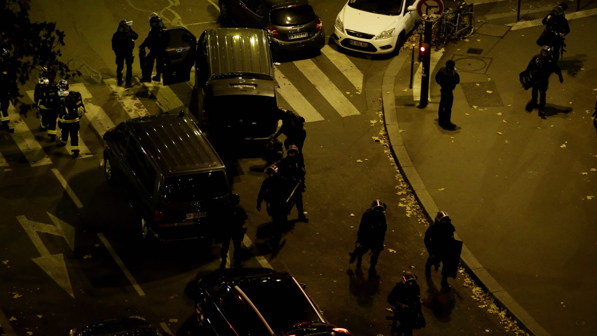 بالصور.. باريس تنزف في ليلة دامية