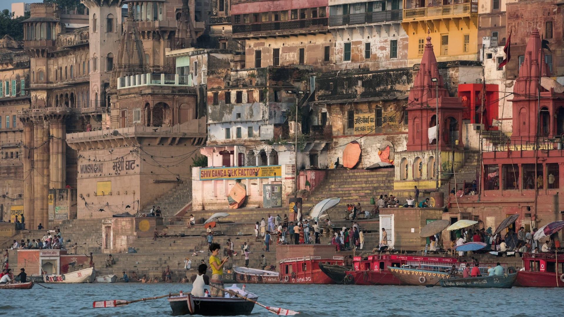 """مدينة هندية """"ترقص"""" مع الموت وتحوله إلى طقس احتفالي"""