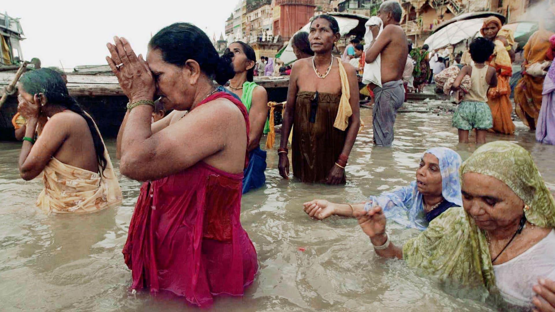 """مدينة هندية """"ترقص مع"""" الموت وتحوله إلى طقس احتفالي"""