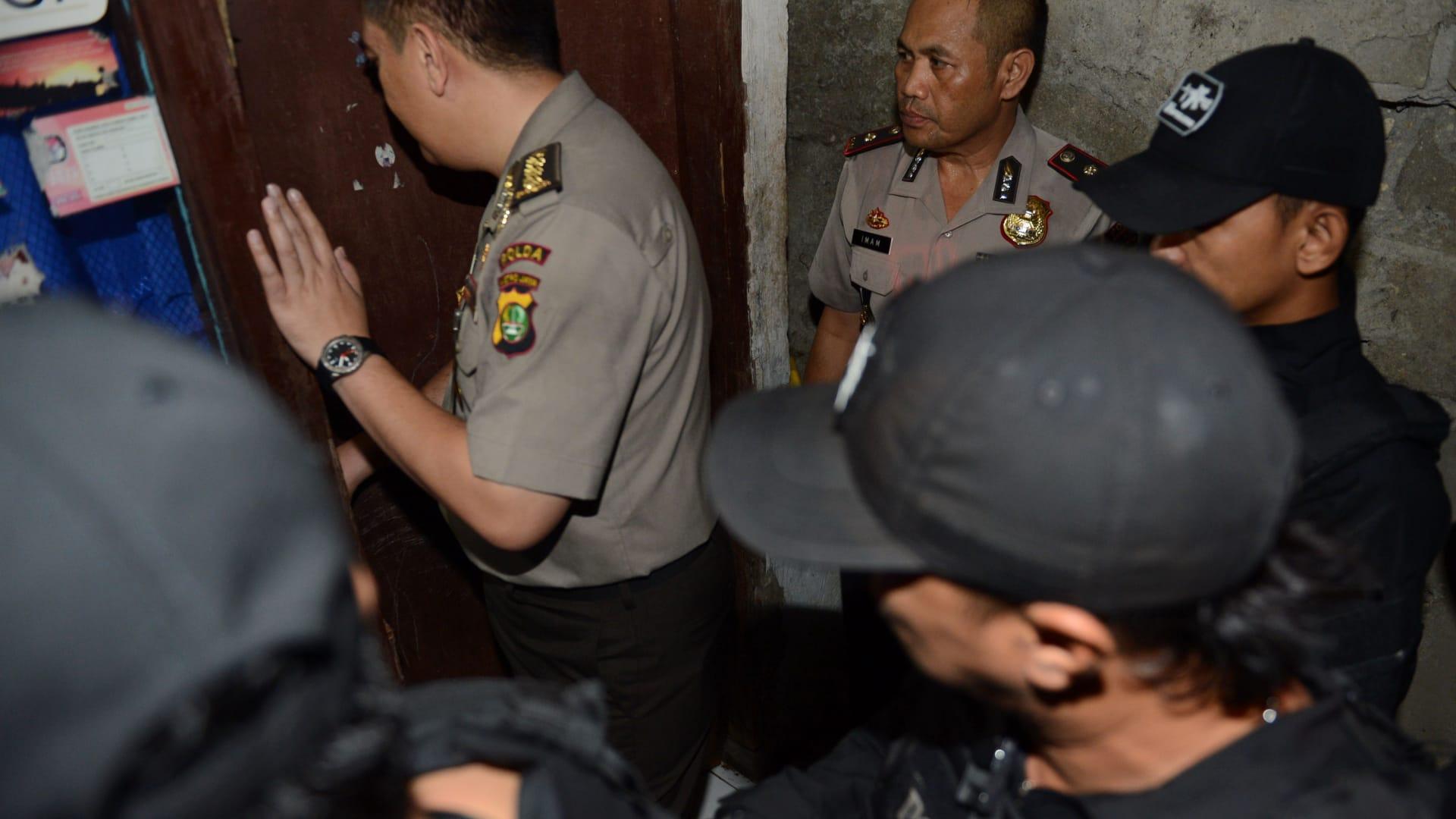 اعتقال 12 شخصا على صلة بهجمات جاكارتا.. والشرطة تتهم أحدهم بتلقي مبلغ مالي من مقاتل بداعش