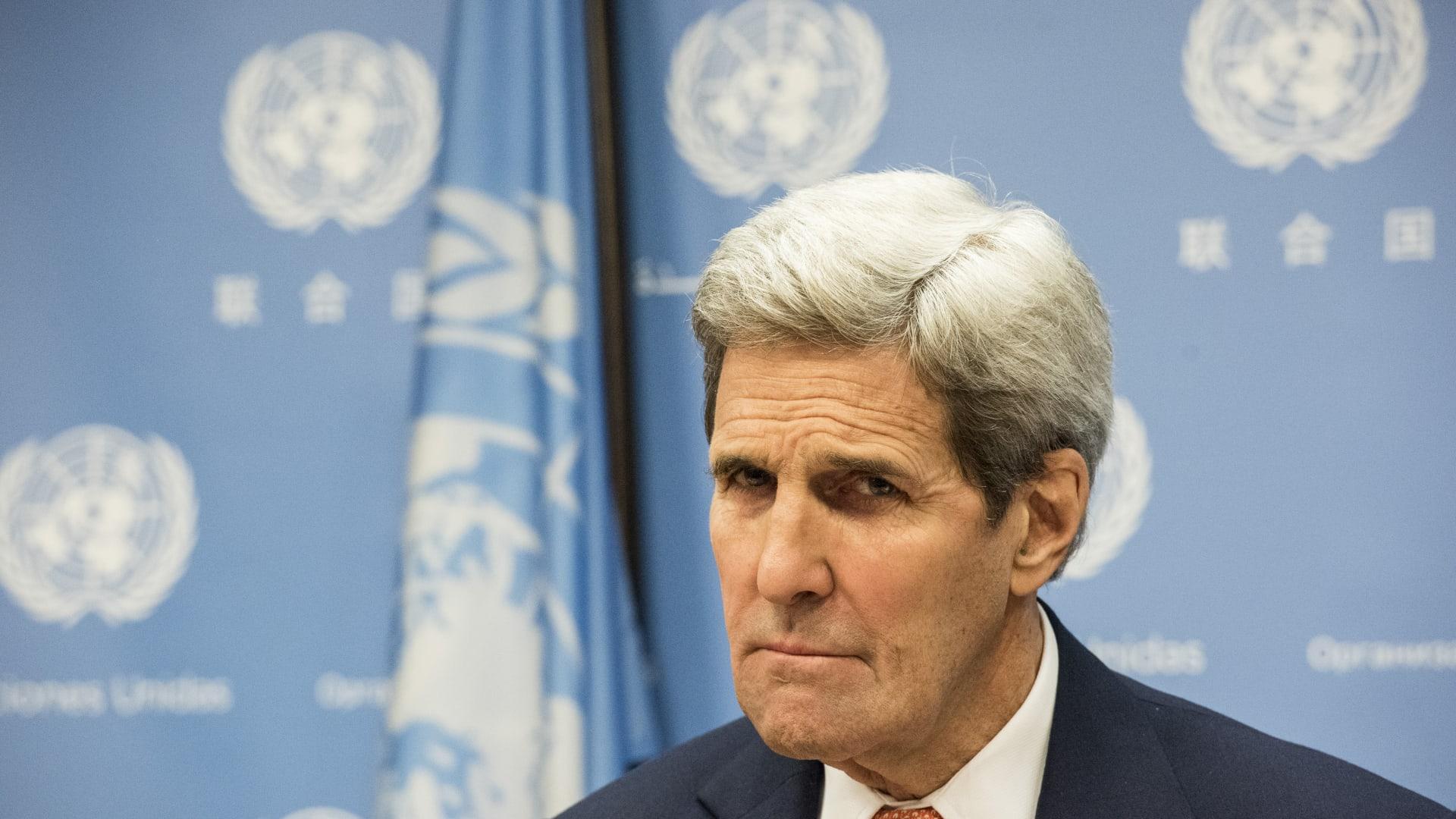 كيري ينفي تهديده للمعارضة السورية لحضور محادثات جنيف.. وخوجة: أمريكا تتبع نهج روسيا وإيران