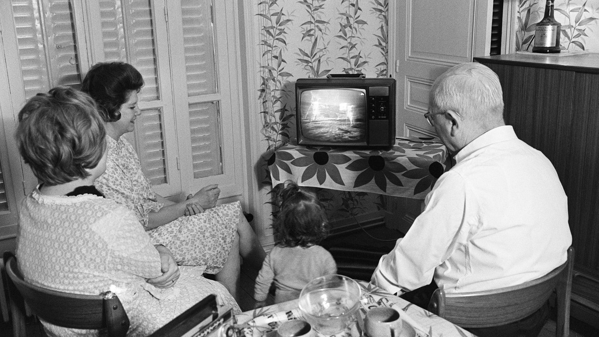 في عيده التسعين.. 7 حقائق قد لا تعرفها عن جهاز التلفاز