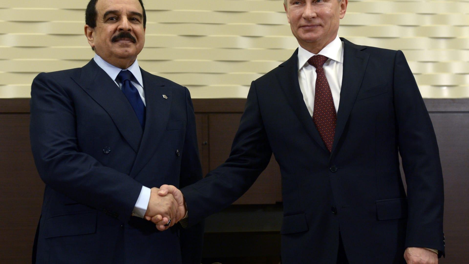 ملك البحرين يناقش مع بوتين تطوير العلاقات الثنائية وقضايا الإرهاب وأوضاع الشرق الأوسط