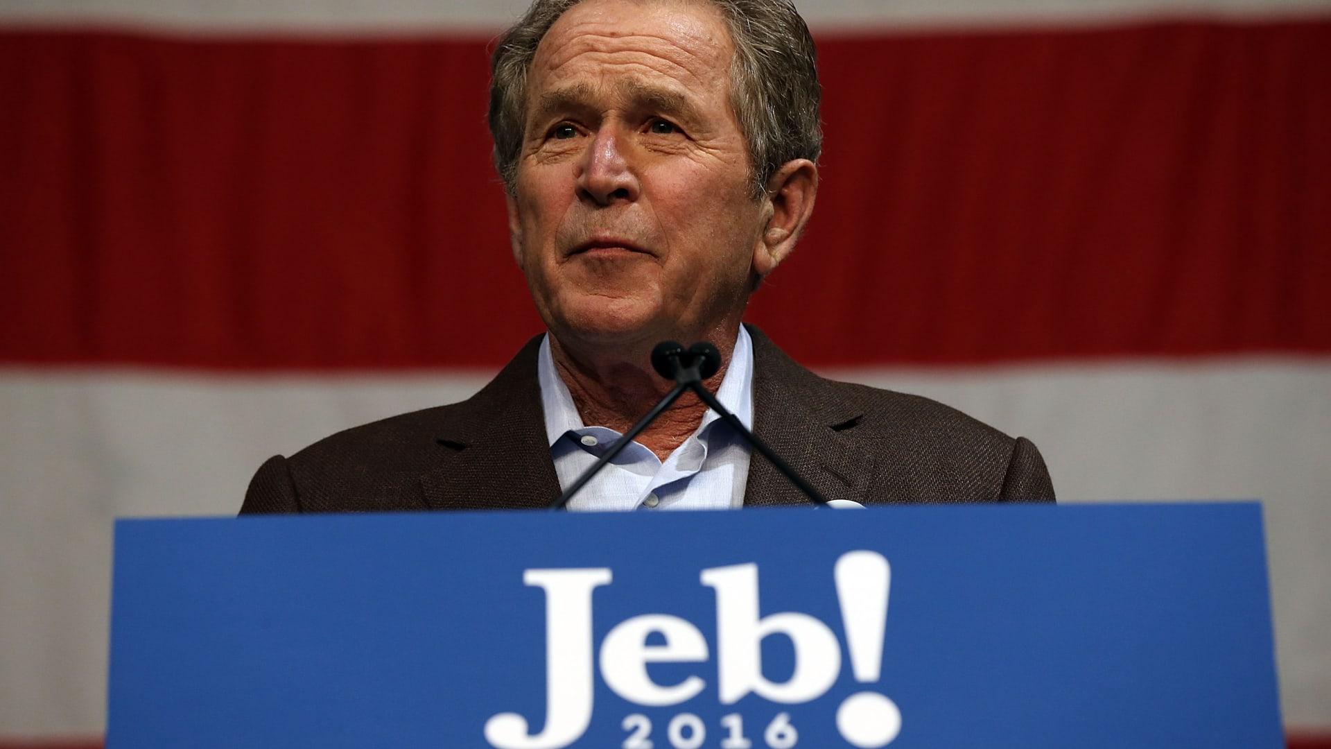 جورج بوش الابن ينتقد ترامب بطريقة غير مباشرة ويدعم أخاه في حملته الانتخابية