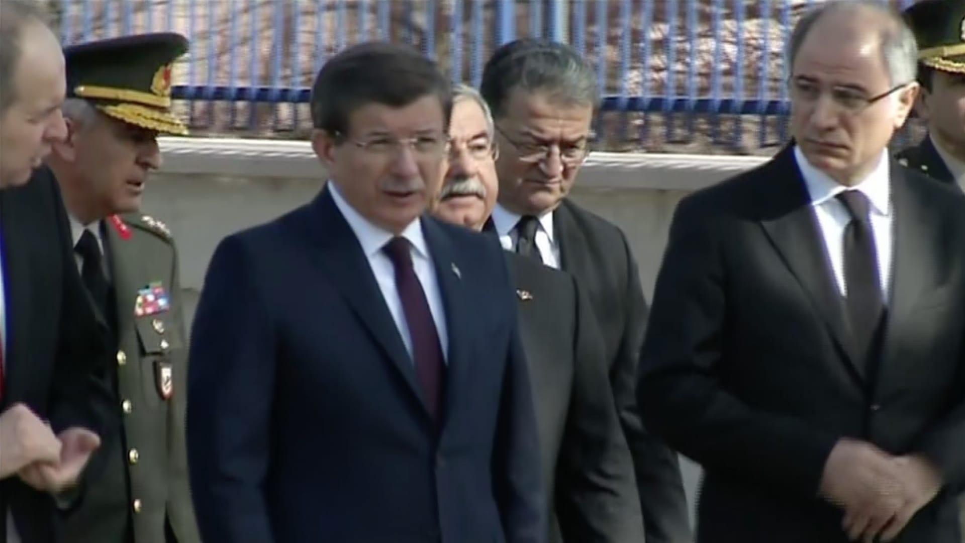 بالفيديو.. رئيس الوزراء التركي يعاين موقع الانفجار في أنقرة