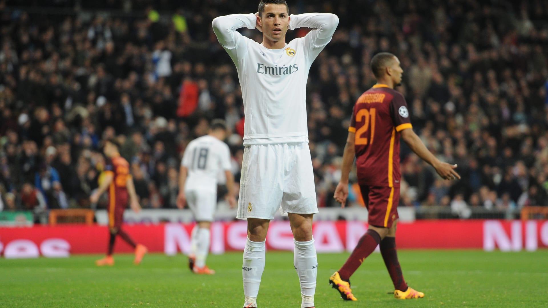 خيبة الأمل تبدو على وجه رونالدو بعد فشله في تسجيل هدف لفريقه.