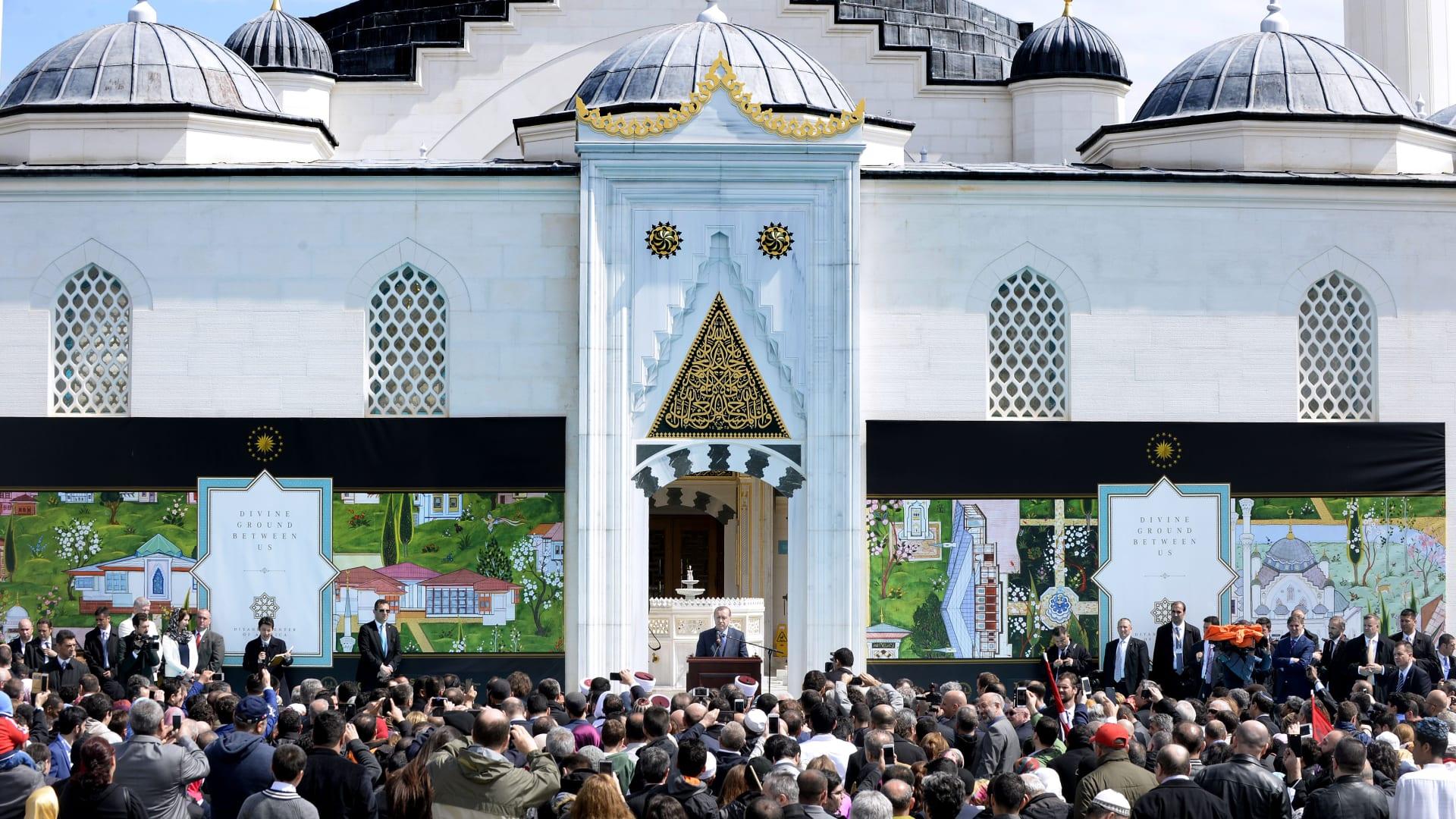 بالصور: لمحات من الإمبراطورية العثمانية قرب واشنطن.. أردوغان يفتتح مسجدا في ولاية ماريلاند الأمريكية
