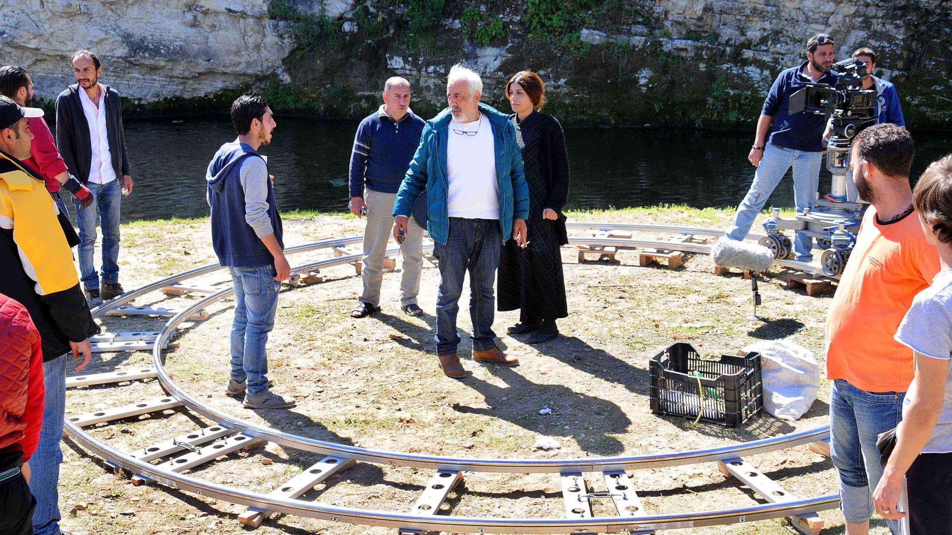 من كواليس تصوير أيام لا تنسى حيث تم تصوير نعظم مشاهد العمل في مناطق ريف طرطوس على الساحر السوري.