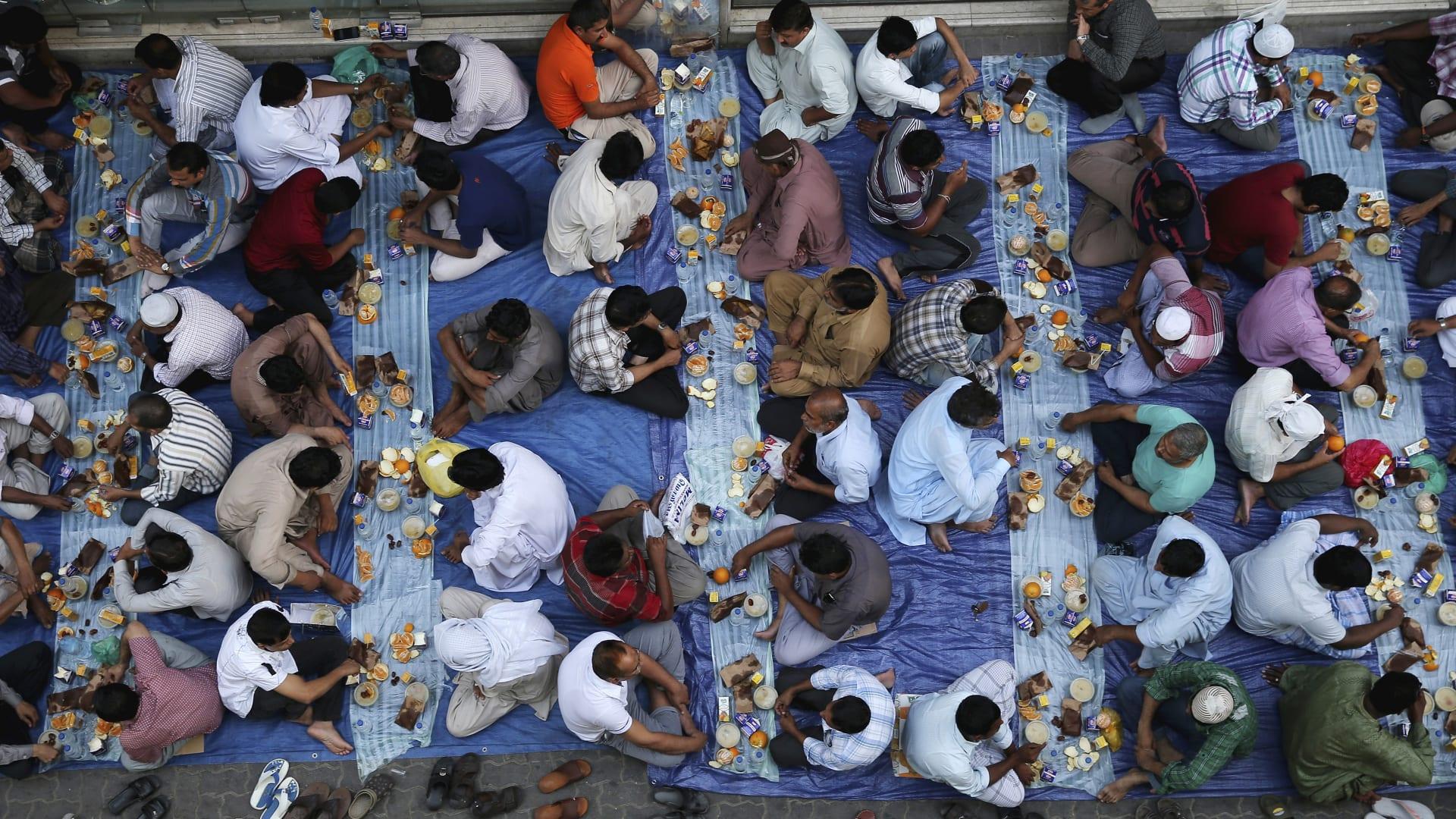 مائدة إفطار في دبي