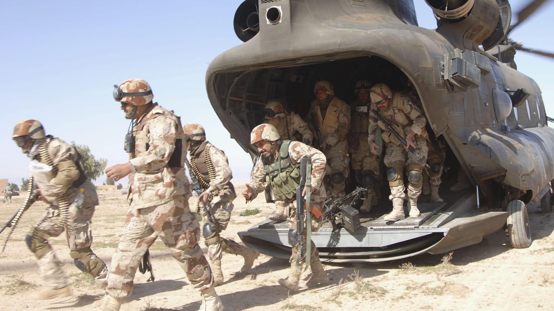 """بالفيديو.. الدفاع العراقي: مقتل العشرات من مقاتلي """"داعش"""" إثر غارة على قافلة من 500 مركبة تفر من الفلوجة"""