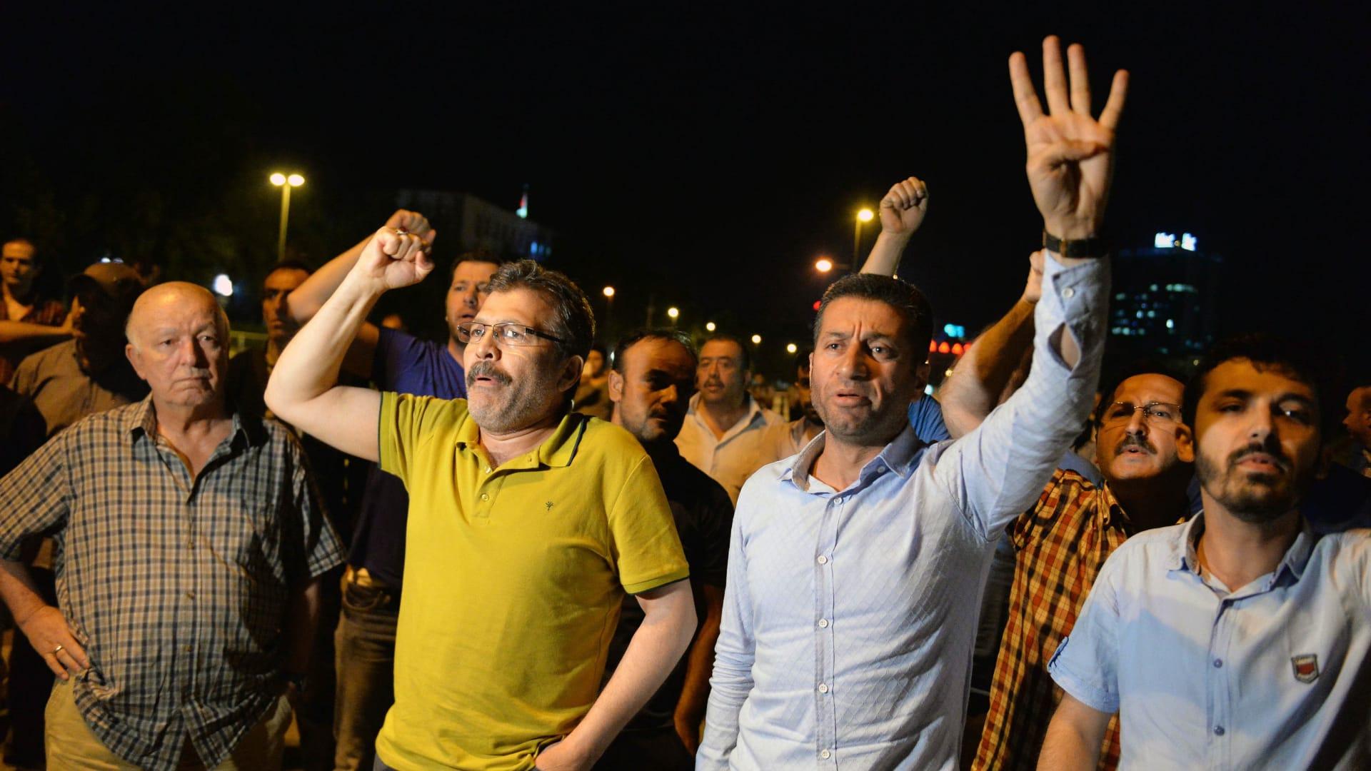 """حركة """"6 إبريل"""" المصرية للشعب التركي: """"امتحان سهل.. ولا تصدقوا وعود قادة الانقلاب"""""""