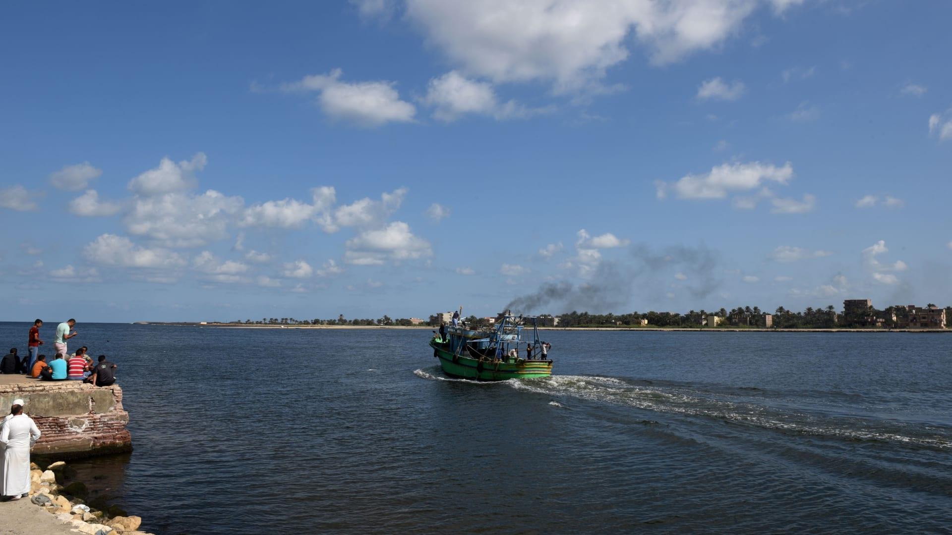 مصر: حجز 4 من طاقم المركب الذي حمل 600 مهاجر غير شرعي