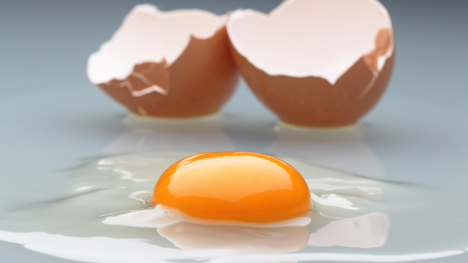 """10 مصادر لفيتامين """"دي"""" للوقاية من هشاشة العظم"""