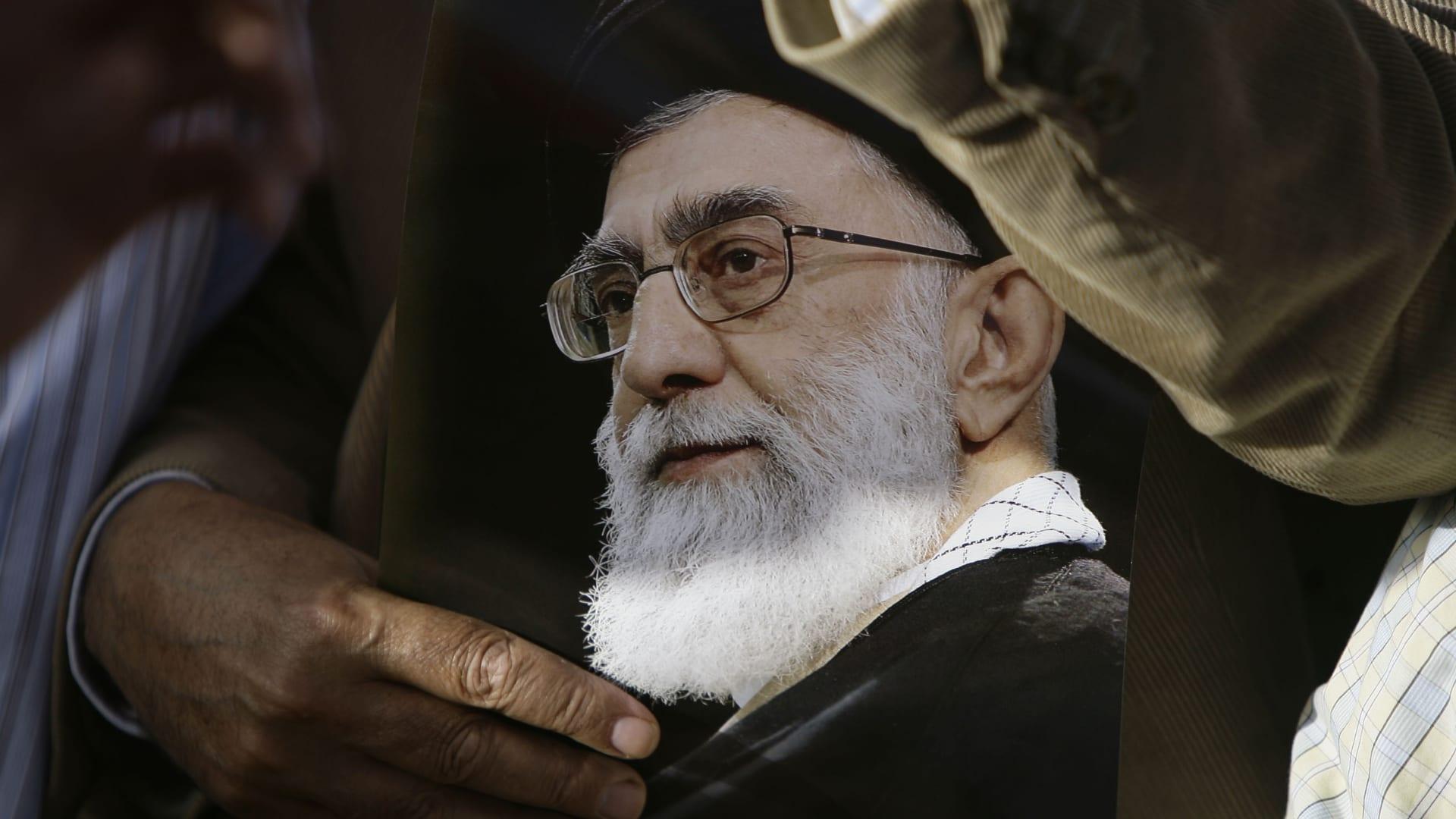 خامنئي: السعودية مسؤولة عن أمن الحج وأدعو الإيرانيين لتجنب التسوق