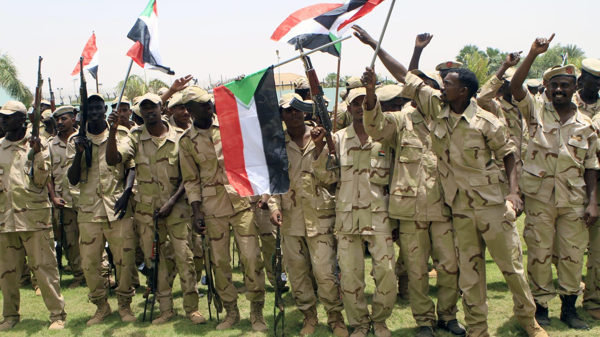 """مساعد وزير الدفاع السعودي في الخرطوم والسودان يؤكد """"موقفه الثابت"""""""