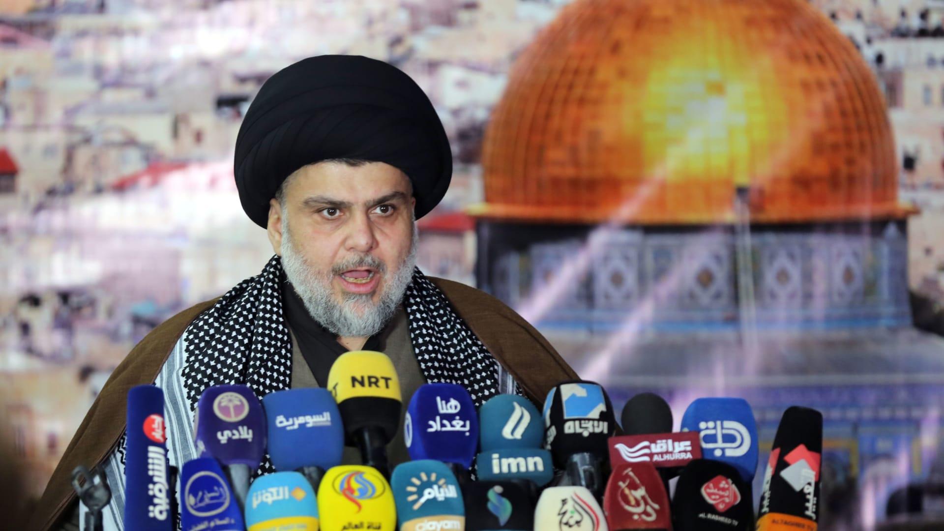 مقتدى الصدر ينتقد تحالف العبادي والعامري ويعزي العراقيين بسبب الطائفية