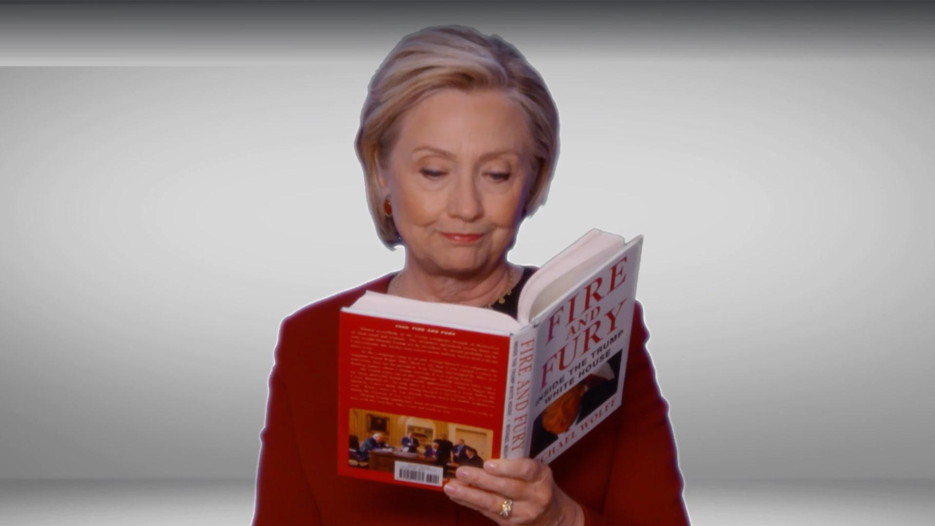 """شاهد.. كلينتون تقرأ من كتاب """"النار والغضب"""" بحفل توزيع جوائز غرامي"""