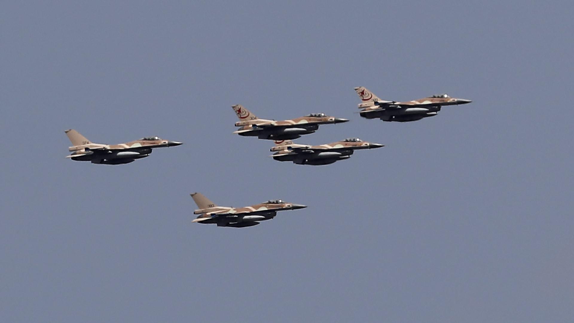 كاتب إسرائيلي: بوتين قرر قصف كل سوريا وبوتين أوقف العملية باتصال