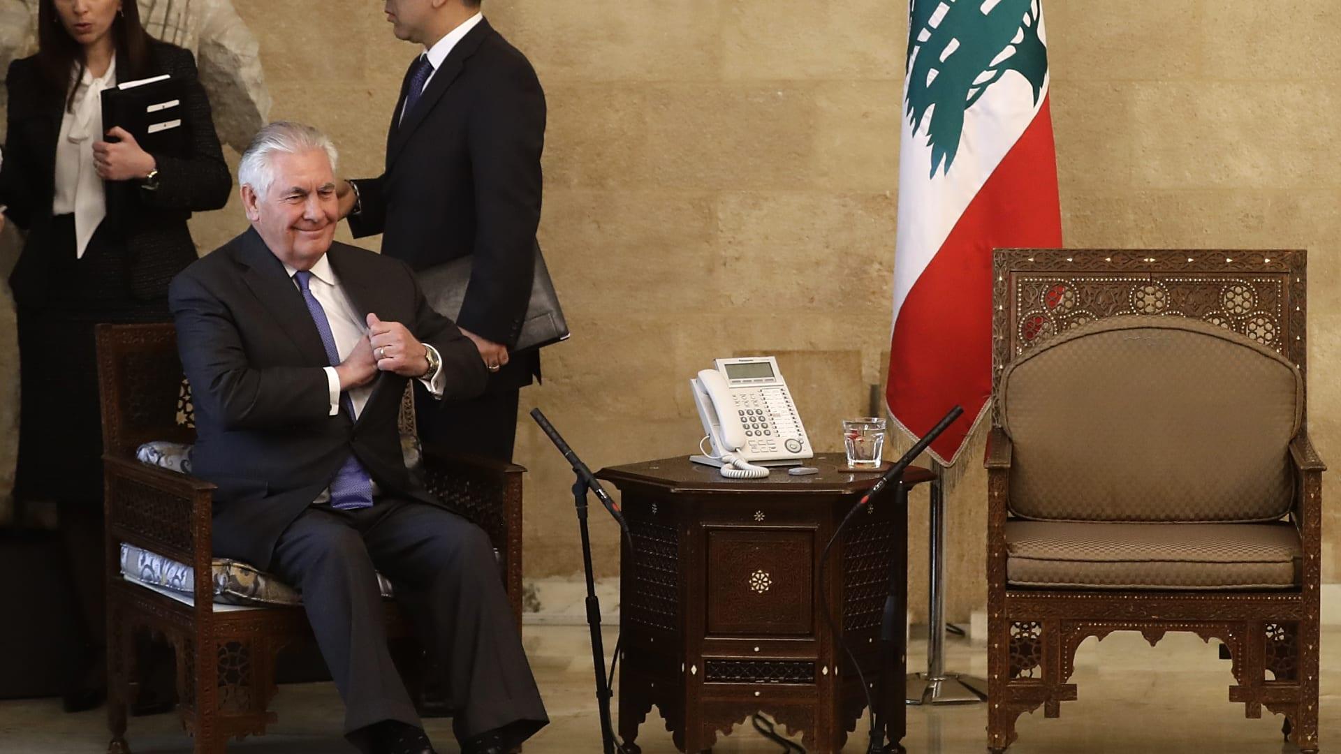 رئاسة لبنان تنفي خرق البروتوكول بعد صور تيلرسون والكرسي الفارغ