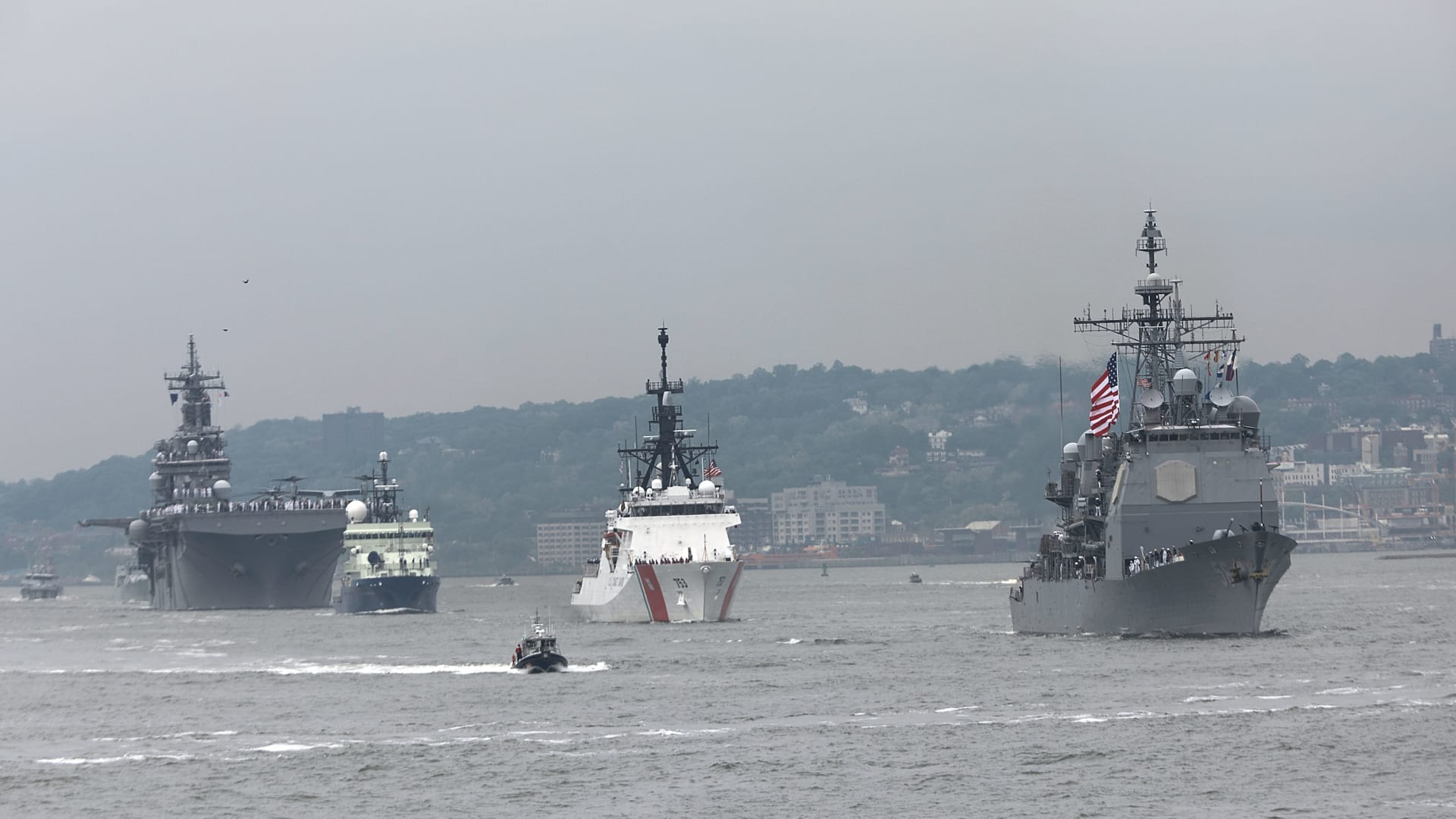 أمريكا تعزز أسطولها العسكري في البحر الأسود بعرض عضلات أمام روسيا